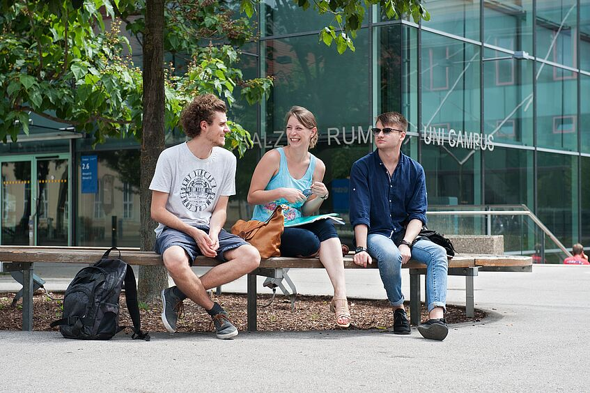 Three students sitting at Uni Campus